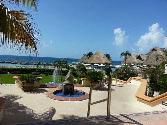 Hard Rock Hotel Riviera Maya: Area de playa y piscina