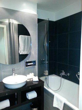 Hotel Jade - Manotel Geneva: Jade Manotel: standard room - bathroom