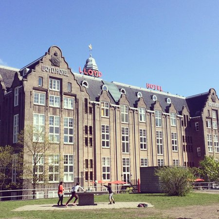 Lloyd Hotel & Cultural Embassy: Wonderful historic building in a beautiful location