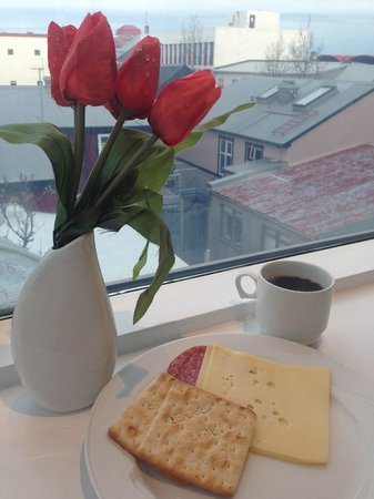 CenterHotel Skjaldbreid: Breakfast overlooking the Reykjavik roof tops