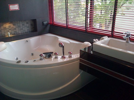 Absolute Bangla Suites: amazing jacuzzi