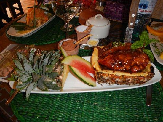 El Indio Feliz Restaurant Bistro: Pineapple Chicken - yummy!