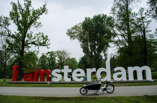 Vondelpark: Iamsterdam sign with crown