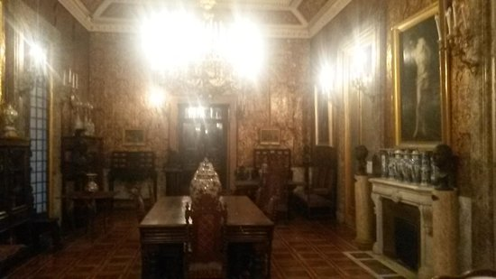 Villa Pignatelli: interni