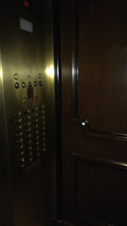 Warwick New York : Inside the elevator