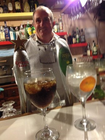 Pals, España: Woko behind the bar!