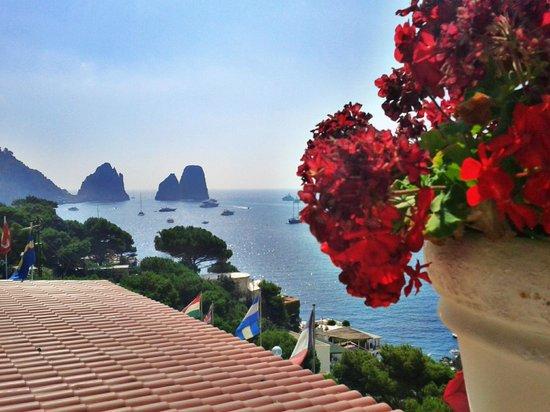Hotel Weber Ambassador Capri: Visual da varanda do meu quarto!