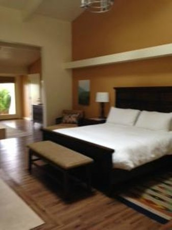 Quail Lodge & Golf Club: King Bed