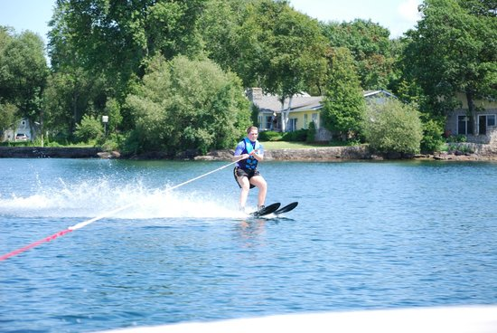 The Lodges at Oak Point: Water skiing on a warm and sunny day