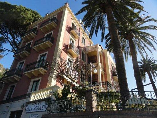 Hotel Villa Schuler: Aussenansicht vom Parkplatz aus