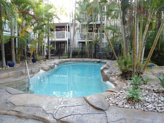 Sandy Beach Resort Noosa: Pool at the rear