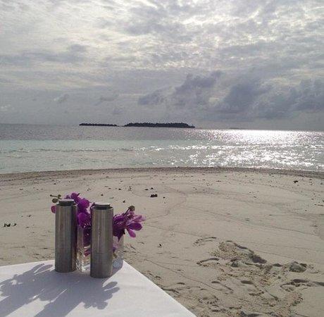 Baros Maldives : View of Baros from the sandbank. (Trip to the sandbank)