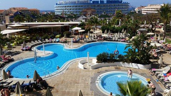 Aparthotel Parque de la Paz : View of pool from second floor sun terace