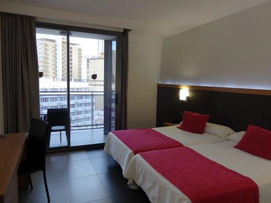 Flash Hotel Benidorm : Bedroom/Balcony View