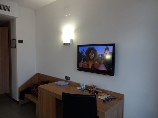 Flash Hotel Benidorm : Flatscreen TV/English Channels