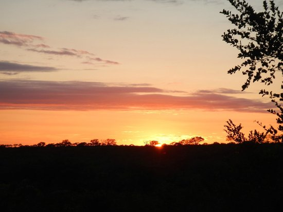 Idube Private Game Reserve Lodge: Sunrise on game drive