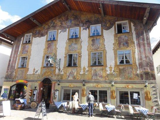 Die Alpenrose: Belo prédio