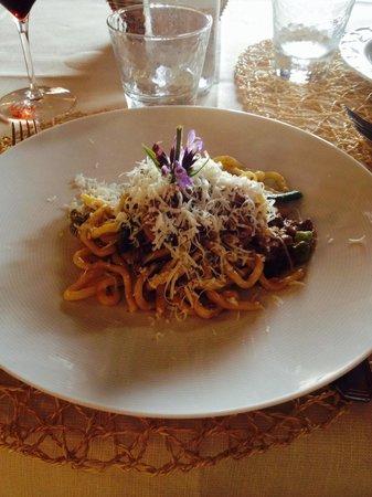 Ristorante Boccon DiVino: Pinci ragù di agnello e asparagi, pecorino