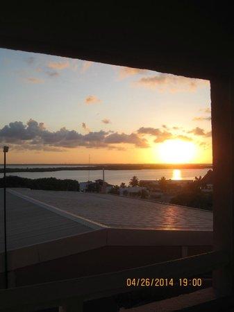 Omni Cancun Resort & Villas: sunset