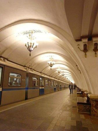 Metropolitana di Mosca: ホーム証明