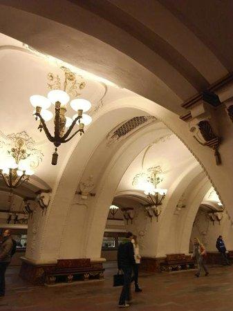 Metropolitana di Mosca: 地下鉄構内照明