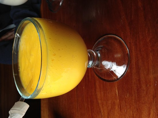 The Common Cup Community Coffee House and Roastery : Mango Smoothie