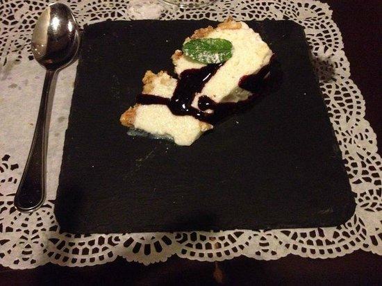 Mavi : torta di yogurt e robiola,con biscotti sbriciolati e mirtilli
