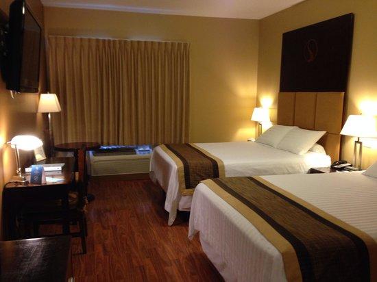 SKKY Hotel : Double Queen room