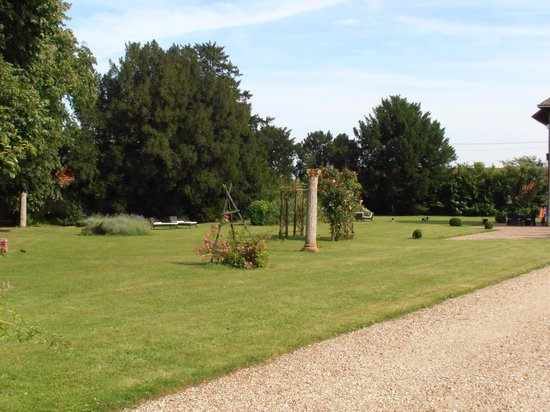 Bed & Breakfast Manoir de Notre-Dame: tuin