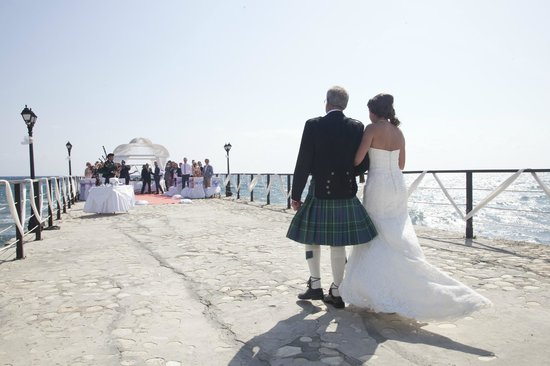 Elias Beach Hotel: Walk up the aisle