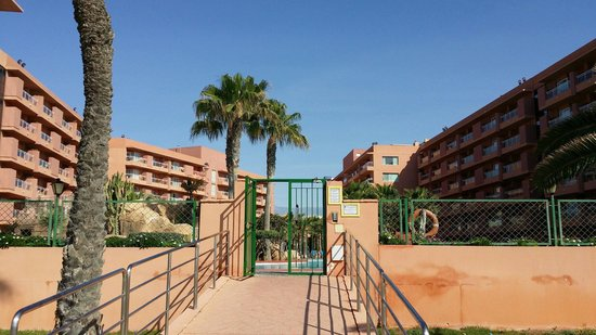 Playaluna Hotel : Salida directa a playa desde piscina