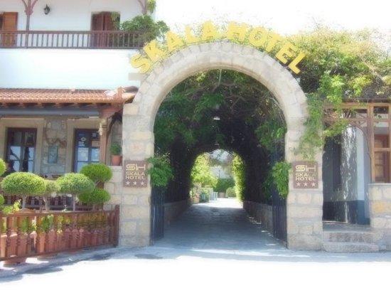 Skala Hotel: Entrée de l'hôtel