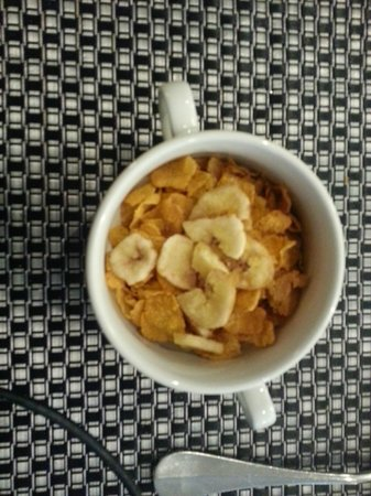 Eden Hotel Amsterdam: Cornflakes and banana chips