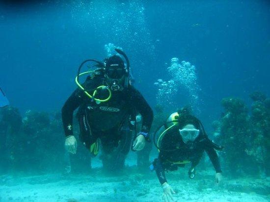 Buceando con Luum ha Divers en el museo submarino de Cancun