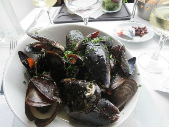 Le Cocodile: Mussels in white wine