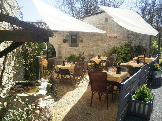 L'Abbaye : La petite terrasse de printemps.