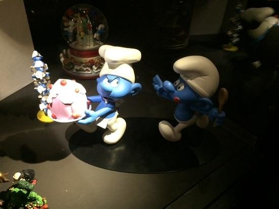 Moof Musée de la Bande dessinée et des Figurines : Cake Loving Smurf