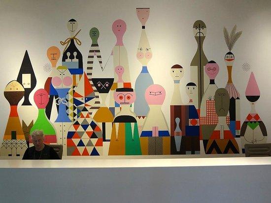Vitra Design Museum, Weil am Rhein : VitraHaus welcome center, Alexander Girard graphics