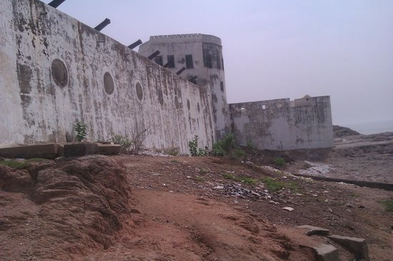 Cape Coast Castle: Dirty Walls and Surrounding