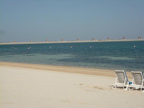 JA Jebel Ali Beach Hotel: Strand vor dem Hotel