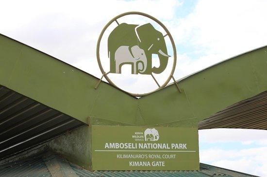 Kibo Safari Camp: entrata del parco