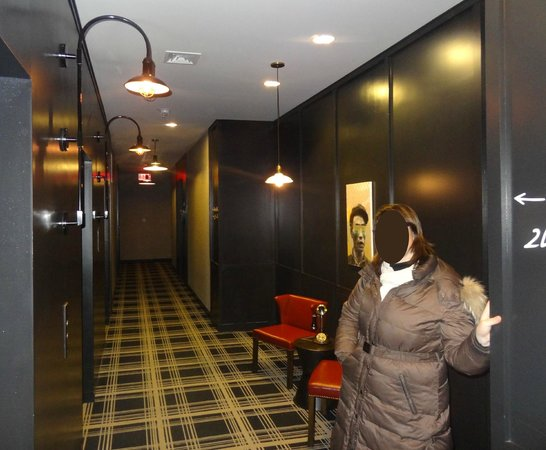 Refinery Hotel: couloirs