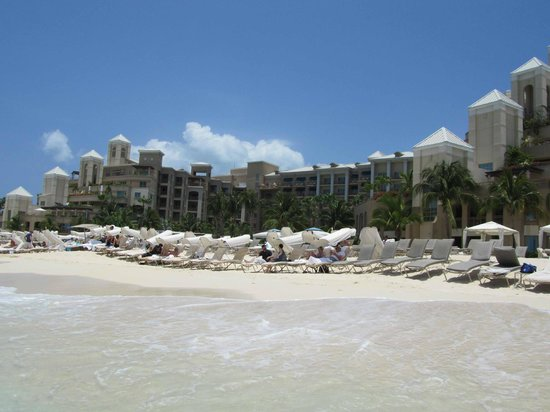 The Ritz-Carlton, Grand Cayman : Resort beach