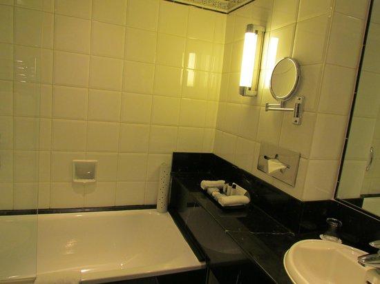 Flemings Mayfair : Bathroom Details
