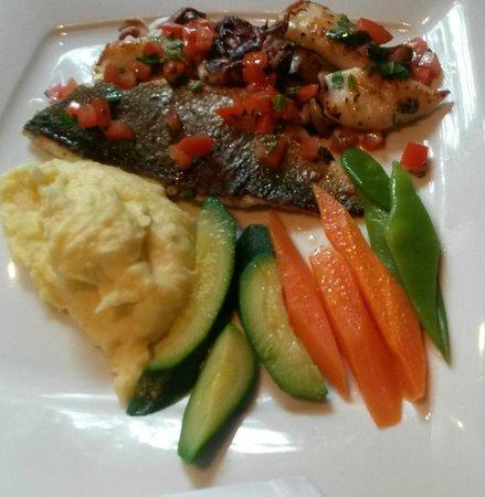 La Mucca Pazza: Fisch vom Grill mit Gemüse und Pürree