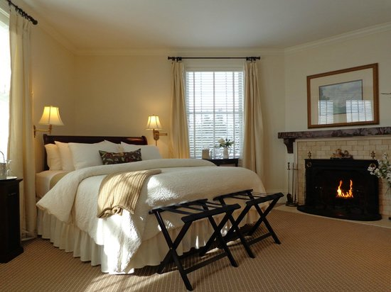 Blair Hill Inn: Plush king beds, fireplaces, luxe amenities, gorgeous lake views...