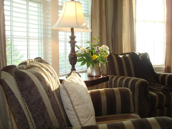 Blair Hill Inn: Comfy yet elegant sitting areas in spacious, light-filled guest rooms