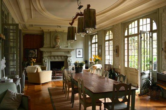 La Maison de Paul B : le salon là  où nous déjeunons et prenons les petits déjeuners