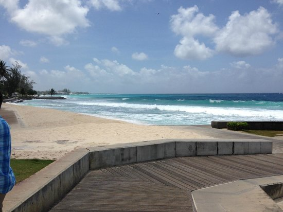 Courtyard Bridgetown, Barbados : Playa mas cercana frente al hotel