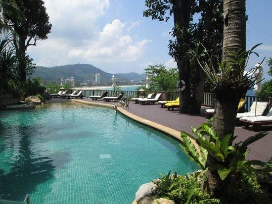 Centara Villas Phuket: relaxing at the pool